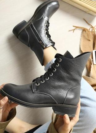 Женские кожаные зимние серые ботинки со змейкой и шнурком низк...