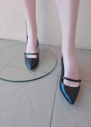 Брендовые туфельки на низком каблучке