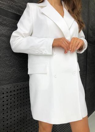 Женское платье-пиджак на пуговицах с карманами и длинным рукав...