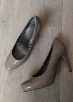 Лаковые бежевые пудровые туфли bandolino, натур кожа размер 39-40