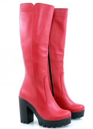 Женские кожаные красные демисезонные сапоги на каблуке трактор...