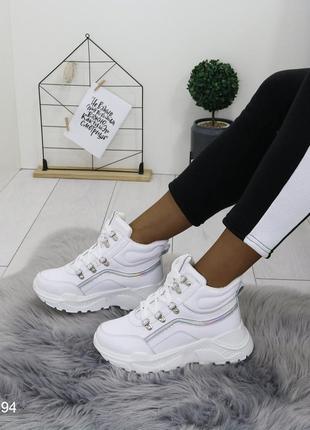 Белые демисезонные ботинки на высокой подошве,ботинки на шнуро...