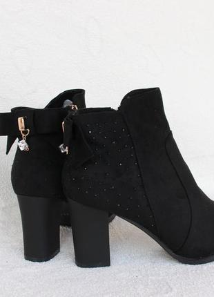 Зимние ботинки на устойчивом каблуке 39 размера