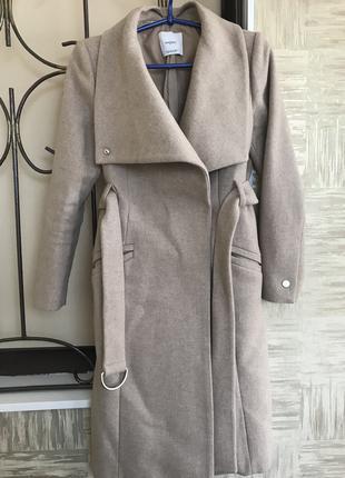 Светлое бежевое шерстяное пальто с поясом Mango