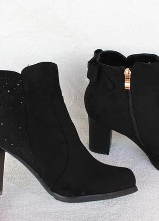 Зимние сапоги, ботинки 39 размера на устойчивом каблуке