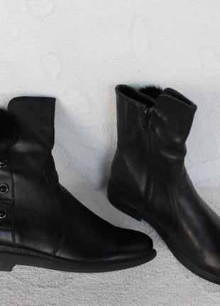 Зимние кожаные сапоги, ботинки 39 размера на низком ходу с мех...