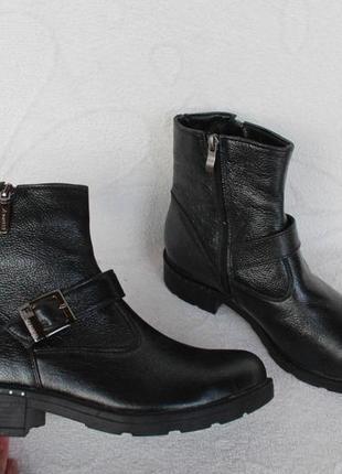 Зимние кожаные сапоги, ботинки 39 размера на низком ходу