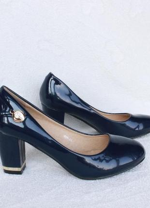 Шикарные туфли 36 размера на устойчивом каблуке