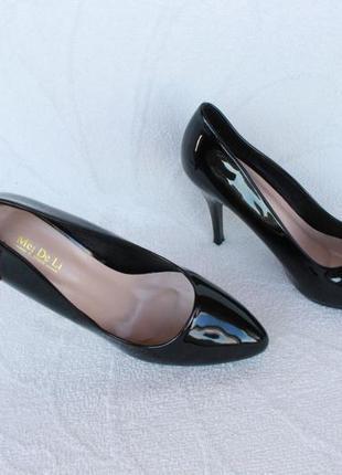Туфли, лодочки 39 размера на каблуке