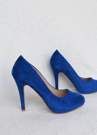 Васильковые туфли 37 размера на каблуке
