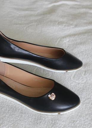 Черные туфли, балетки 37 размера на низком ходу с кожаной сере...