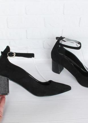 Черные туфли, лодочки 39 размера на каблуке с ремешком вокруг ...