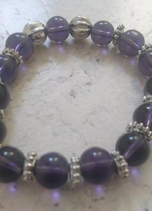 Браслет с фиолетовыми сиреневыми стеклянными бусинами