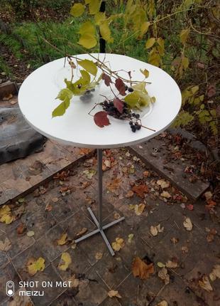Продам столик. Многоцелевой. Высота стойки 1,20м.