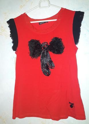 Женская красная футболка с бантом