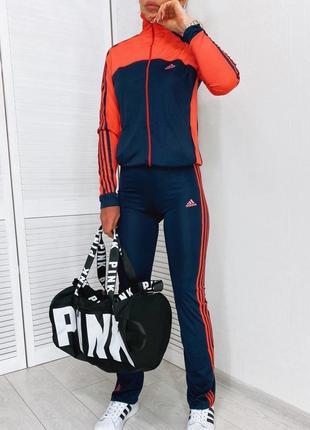 Женский спортивный костюм . ткань дайвинг. красный
