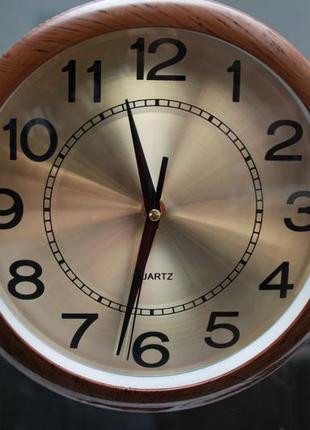 Настенные часы с металлическим циферблатом. часы винтажные ква...