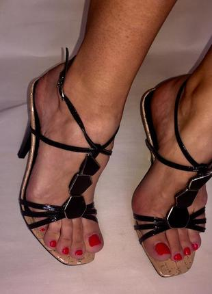 Босоножки на каблуке 🤩