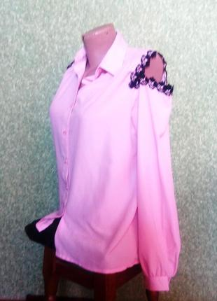 Розовая блузка рубашка  с открытыми плечами