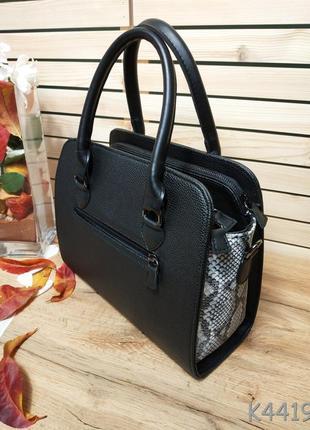 Стильная черная сумка со змеиными вставками