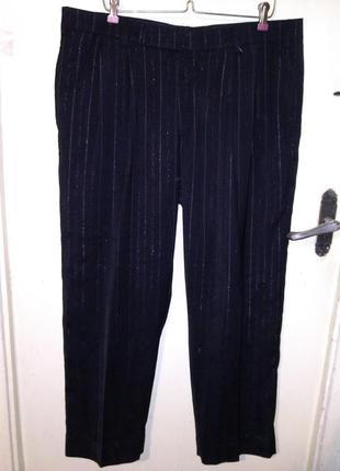 Нарядные,классические,чёрные брюки с серебристой нитью и карма...