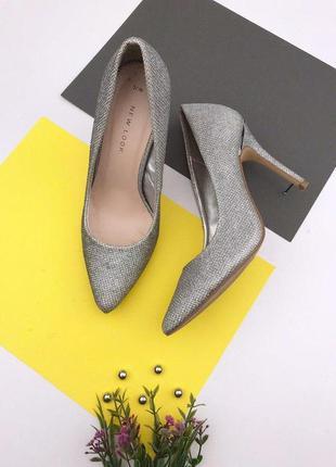 Серебристые туфли лодочки на шпильке