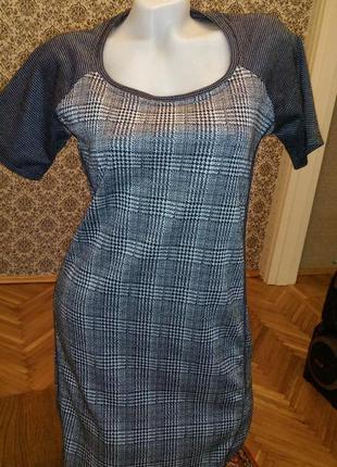 Трендовое трикотажное платье ned