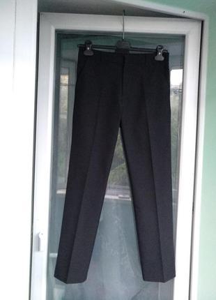 Брюки f&f зауженные р.152 мальчику 11-12лет школьные черные штаны