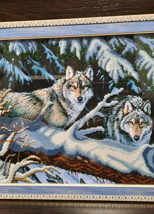"""Продам картину бисером """"Волки в зимнем лесу """"."""