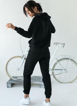 Модный спортивный костюм однотонный