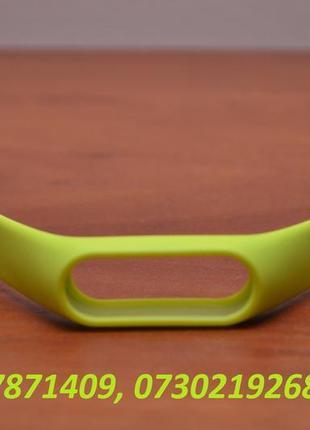 Салатовый (зелёный) ремешок на Xiaomi Mi Band 2