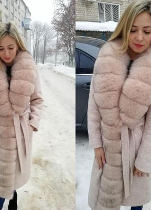 Шерстяное утеплённое пальто с песцовым воротником