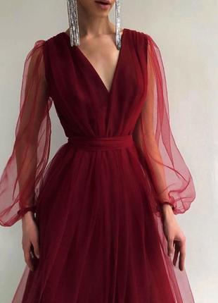 Бордовое платье миди с пышными рукавами