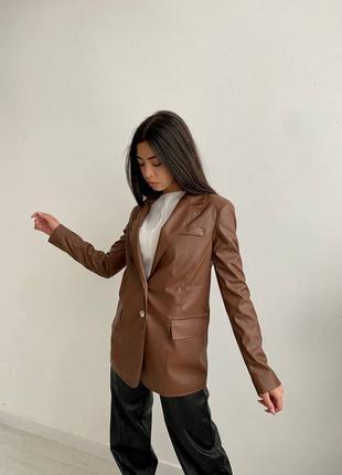 Пиджак с подкладкой и подплечниками