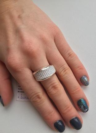 Широкое серебряное кольцо с цирконами