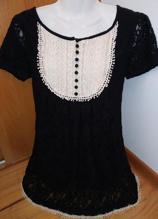 Красивая кружевная блузка