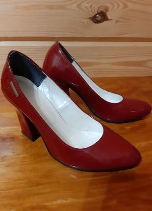Туфлі і ботінки 37 розмір