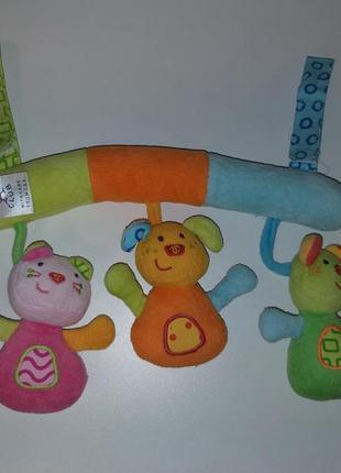 Яркая класснючая игрушка погремушка подвеска