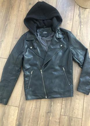 Косуха куртка кожанка с объёмным капюшоном