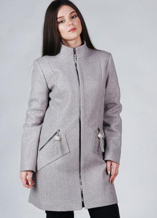 Весеннее женское короткое пальто