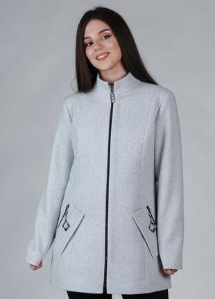 Демисезонное женское пальто короткое
