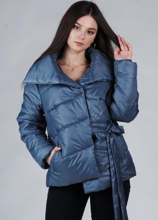 Весення женская куртка