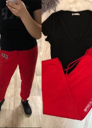 Красные штаны Gap