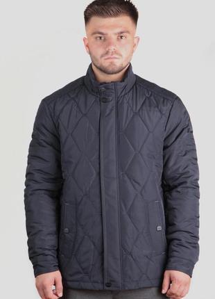 Стеганная осенняя куртка classic