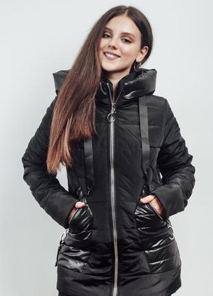Черная демисезонная куртка с капюшоном на синтепоне (44-60)