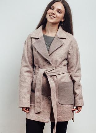 Нежно розовое прямое пальто на пуговицах 42-48