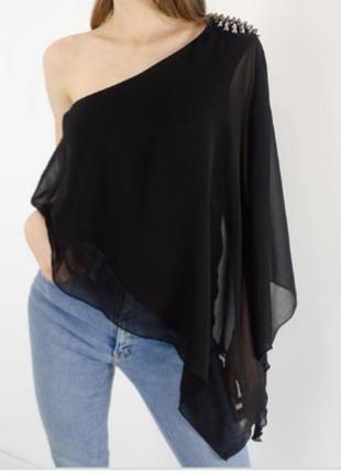 Ассиметричная шифоновая блузка на одно плечо