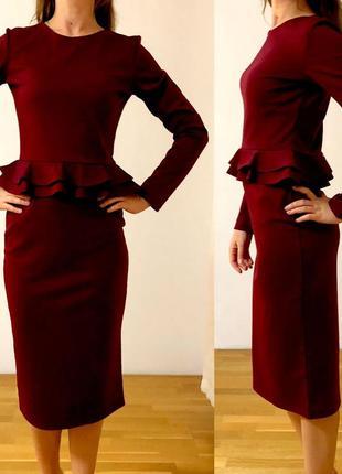 Бордовое теплое платье с баской