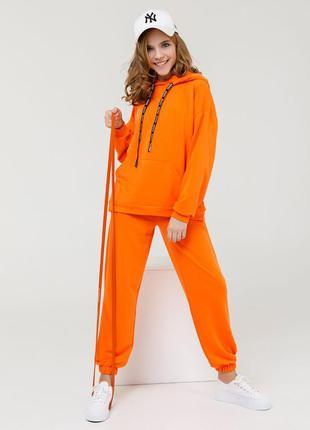 Оранжевый спортивный костюм из трикотажа