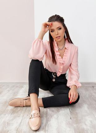 Розовая креповая блузка с рюшами